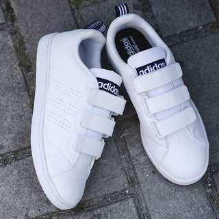 Sepatu adidas cewek velcro neo advantege white liz navy