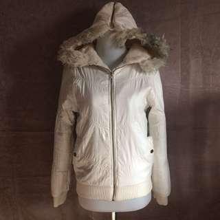 Jaket putih gading