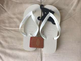 💯 new and authentic Havaianas Slippers