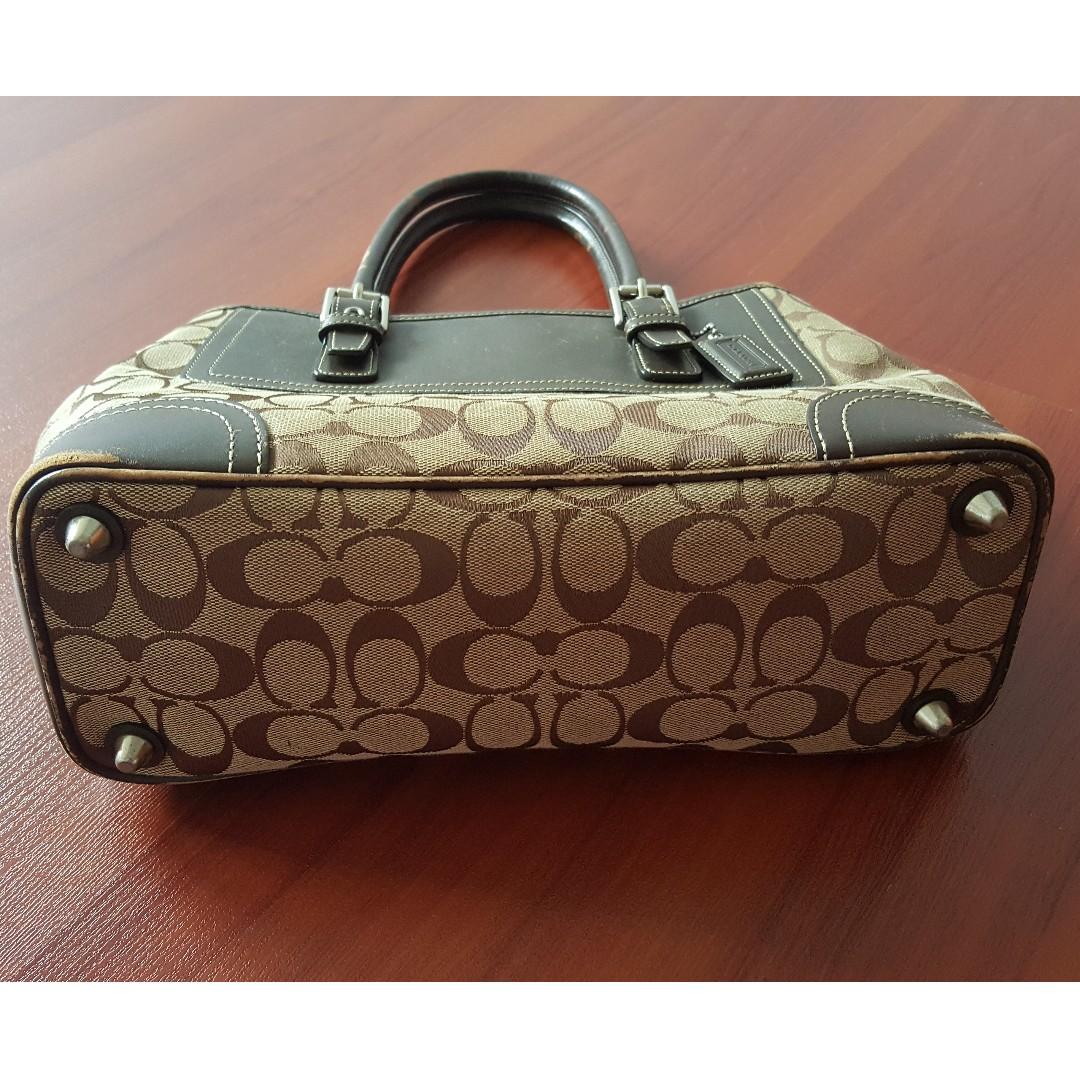 89f84d491987 Used Authentic Coach Handbag (medium large)