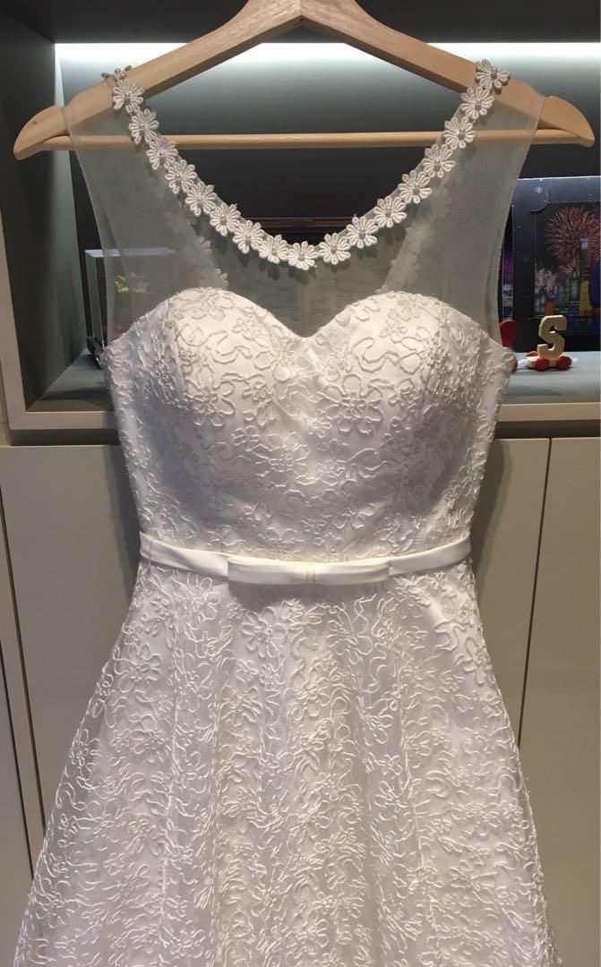 ffb23cfa9513d4 Beautiful sweetheart neckline wedding gown