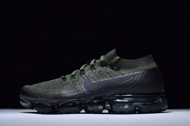 purchase cheap 11c8a afa70 Nike Vapormax Flyknit (Men and Women) 🔥HOT ITEM 🔥