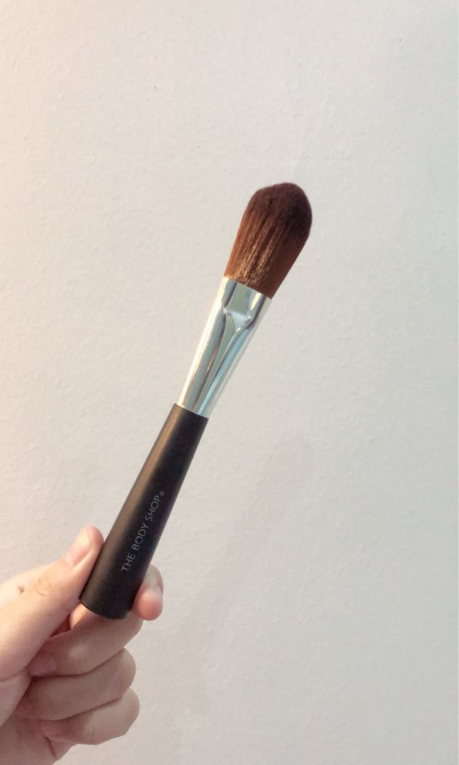 The Body Shop Foundation Brush Health Beauty Makeup On Carousell