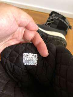 Aldo winter boots just used it once...