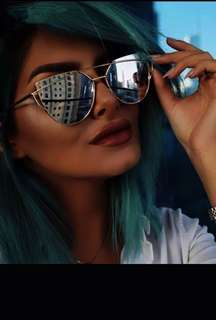 Silver mirrored sunnies
