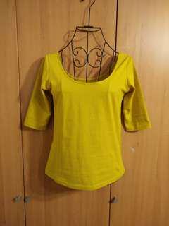 🚚 兩件免運。全新很美的復古薑黃色大U領氣質典雅芭蕾舞五分袖T恤