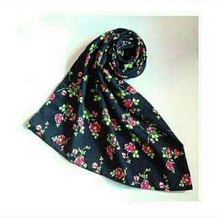 Pasmina hitam floral