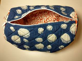 🚚 MAGE和風棉質藍底白圓點布包/化妝包/收納袋