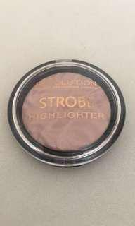 MAKEUP REVOLUTION STROBE Highligher- MOON GLOW LIGHTS