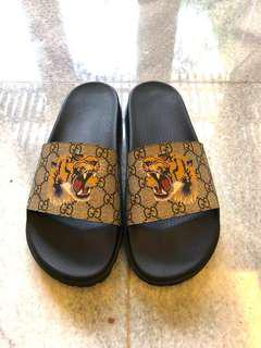 Gucci GG supreme tiger slide sandals