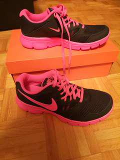 Nike Flex Experience 3 running shoes - size 7Y