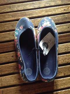 Solemate Floral Shoes (BLUE)