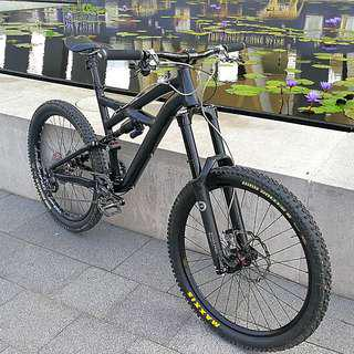 👍Price reduced!!! Specialized Enduro Comp Stealth Matt Black 26er M size All Mountain Bike