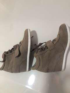 Sneaker Boot Heel thing