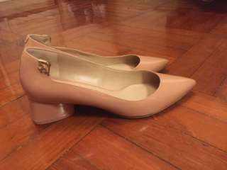 95% NEW Tory Burch Nude Pink Heels Size 6.5