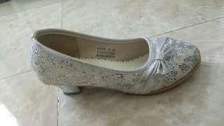 Sepatu Pesta Cantik - Tracce