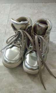 [TURUNHARGA] Sepatu Anak cewe Gold - Tracce