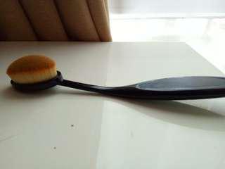 Preloved Oval Brush