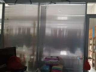 Kusen aluminium & kaca + pintu kaca (bonus vertical blind)