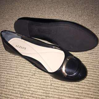 Black Flats with Gold Tip