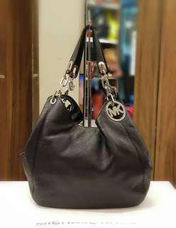 MICHAEL KORS FULTON LARGE BLACK LEATHER ❤BIG SALE 13,800 only❤ Good as new condition  With dustbag Swipe for detailed pics