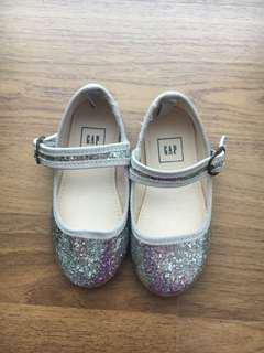 🚚 Brand New Girl Shoes GAP
