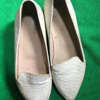 Elegant white shoes size 8