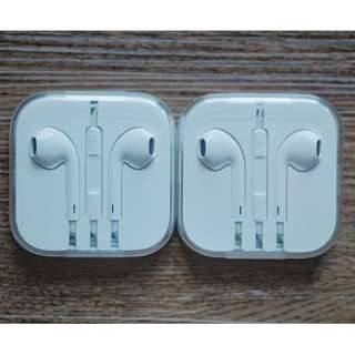 Apple EarPods with Remote and Mic Earphones with 35mm Plug