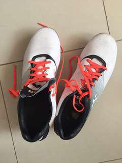 Soccer shoes (kids)- free- to go urgently