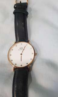 Used Daniel Wellington unisex watch for clearance at low price