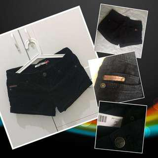 Stradivarius Short Pants (black) || Celana Pendek Stradivarius (hitam)