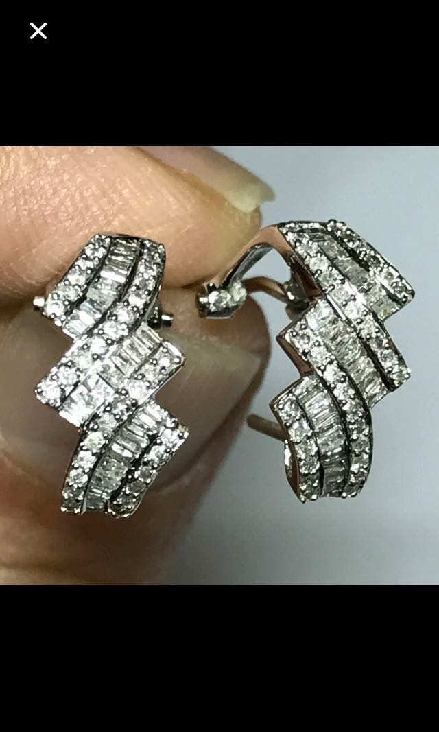 18K/750 White Gold {CLEARANCE SALES {Women's Jewelry - Diamond Earrings} Beautiful