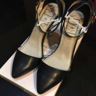 Grace gift 黑色細跟尖頭踝帶高跟鞋 #女裝88
