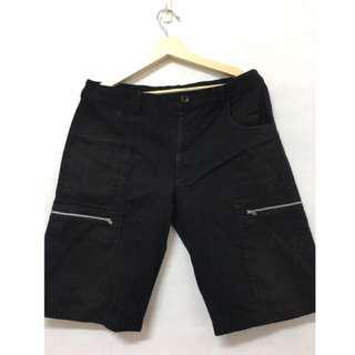 🚚 Overkill 黑色金屬拉鏈短褲