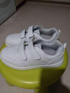 全新白波鞋