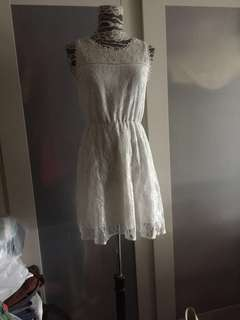 Creamy lace dress ( no bargaining)