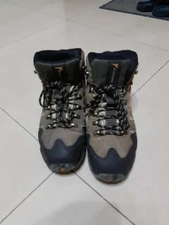 🚚 男性高筒登山鞋