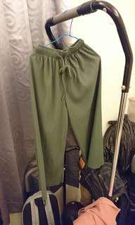 🚚 二手  墨綠似瓦楞紙寬褲 9成新