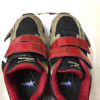 🚚 美津侬Mizuno小童球鞋
