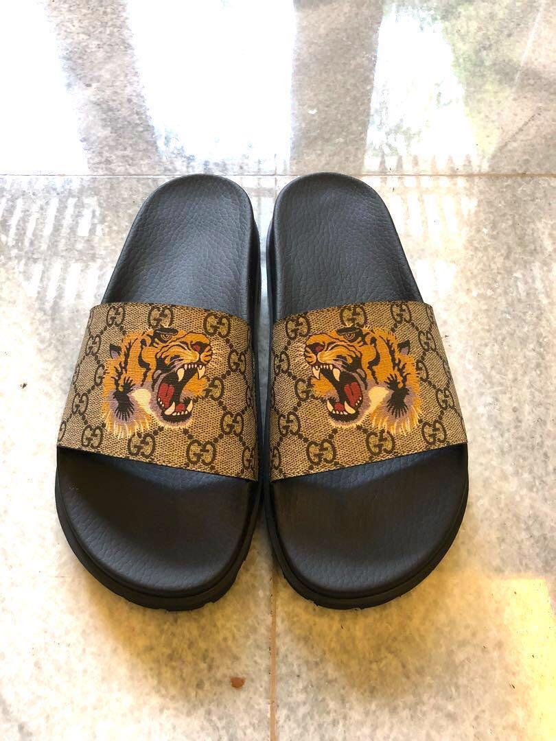 8ae40c621d3e Gucci GG supreme tiger slide sandals