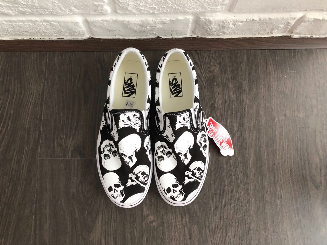 7860c7191b ON-HAND  Vans Skulls Slip On US Men 8.5   Women 10   EU 41