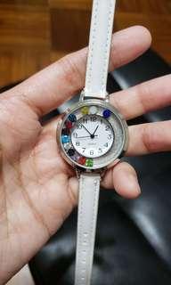全新 白色仿皮彩閃石手錶 (有電正常運行)