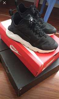Black Nike Huarache Run Ultras 7/10 condition