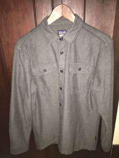 Men's Patagonia Button Up size small spf 30