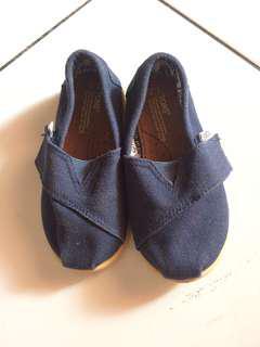 Sepatu anak Toms