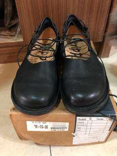 🚚 Trippen蟑螂鞋