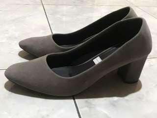 Isabel Adelia Grey Pump Heels