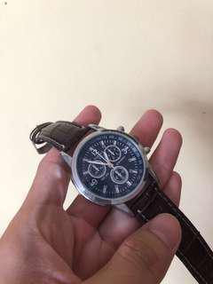 Classy quartz watch for sale!