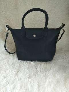 Longchamp black size M(not authentic)