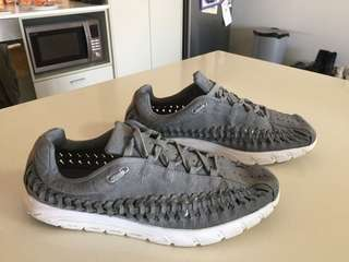 Men's Nike grey  mayfly woven sneakers trainers